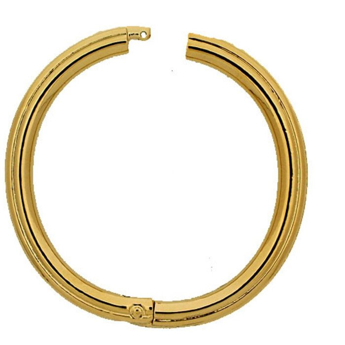 This Twist Ring will make a variable arrangement of your necklace possible